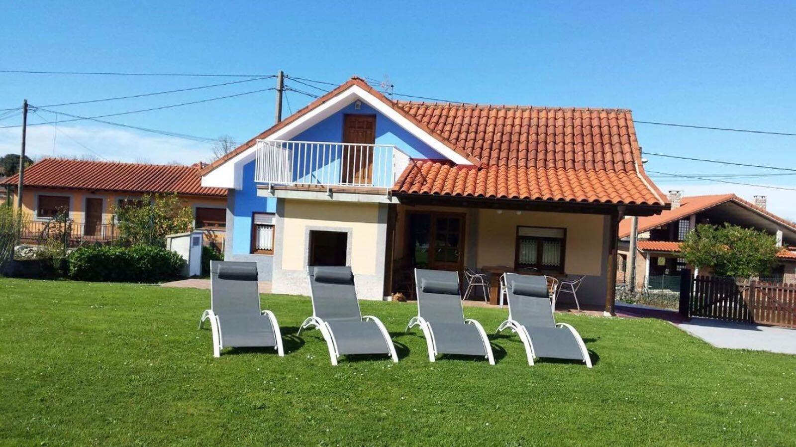 Casa rural la pe a parres de llanes asturias ruta rural for Camping en llanes con piscina