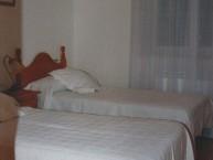 HOTEL APARTAMENTOS PEPE Y MARI (Los Barrios de Luna - León) - Foto 2