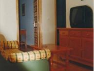 HOTEL APARTAMENTOS PEPE Y MARI (Los Barrios de Luna - León) - Foto 4