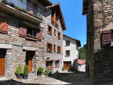 HOTEL RURAL EZKAURRE (Isaba – Navarra) - Foto 1